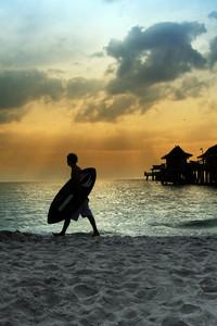Surfer à la plage