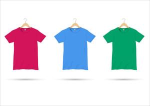 ハンガーにTシャツ